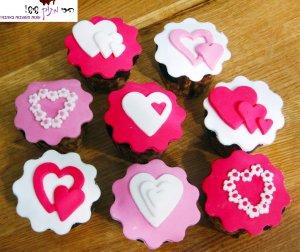 קאפקייקס מעוצבים בבצק סוכר לחג האהבה - הכי מתוק שיש