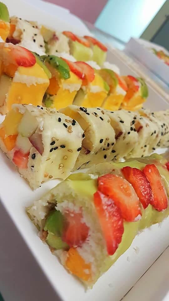 סדנת סושי פירות - סושי פירות על מגש